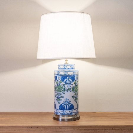 Ceramic oriental blue and white table lamp